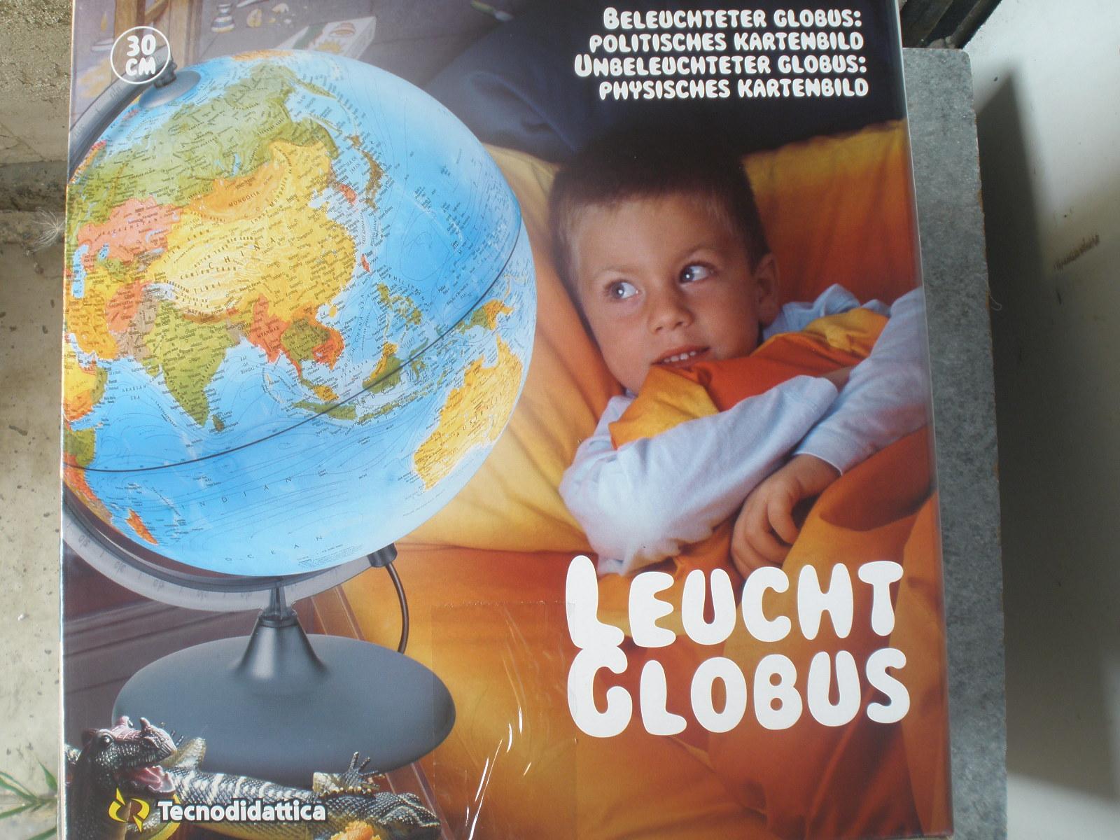 Glóbus = svietiaci, politický + všeobecný zemepisný, priemer 30 cm
