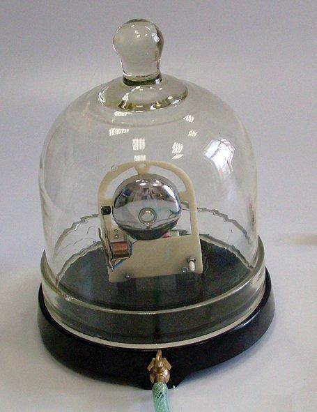 zvoncek-vo-vakuum-s-rucnym-cerpadlom-70211.jpg