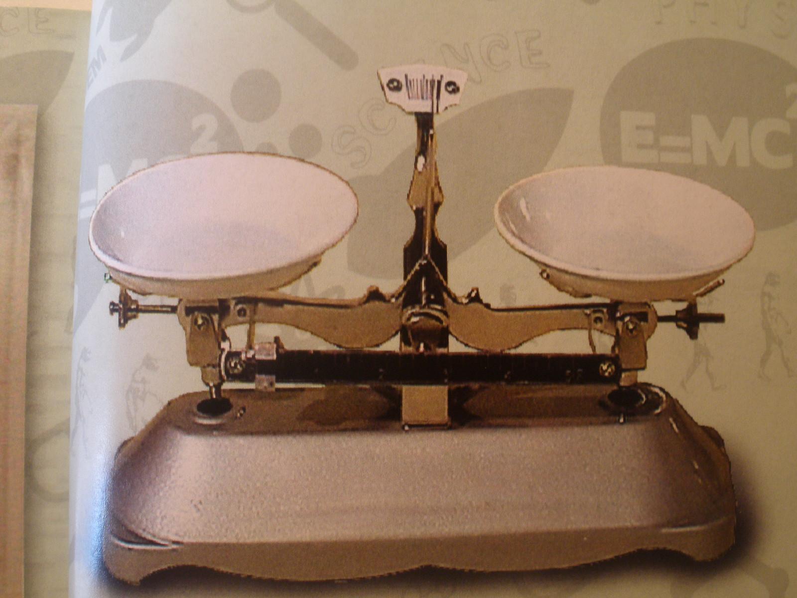 Mechanická váha s tanierikmi 2000g/1g